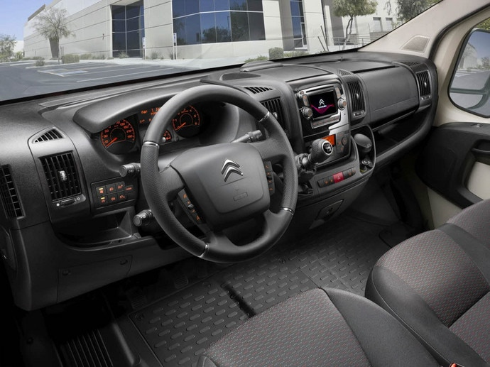 Citroen jumper combi dimension fiche technique van 9 for Interieur jumpy